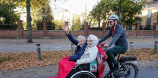 Passengers on a trishaw ride | Photo credit © Cycling Without Age