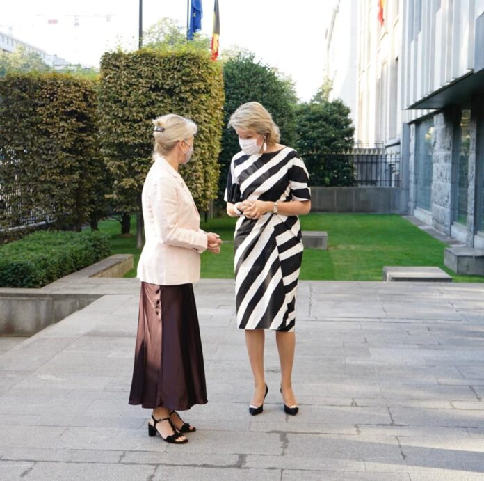 Her Majesty Queen Mathilde of the Belgians is welcomed by Camilla Brückner, Director of the UN/UNDP Office in Brussels, as she arrives at UN House in Brussels © UNRIC