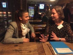 Amal Amjahid in discussie met Caroline Petit IOM evenement
